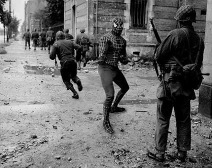سربازان آمریکایی در حال نبرد در نرماندی، 1944