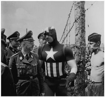 هاینریش هیملر در حال بازبینی از یک کمپ اسرای جنگی، 1941