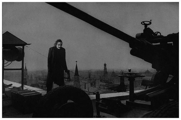 توپی که روی سقف هتلی در مسکو مستقر شده است، 1941