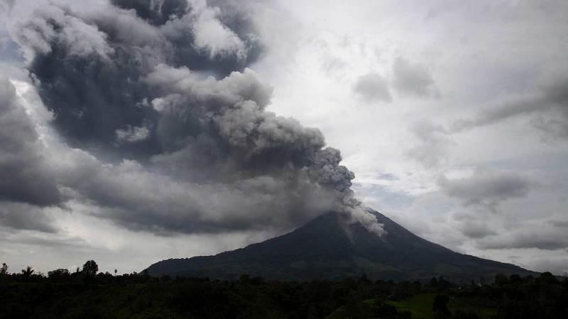 آتشفشان قهر طبیعت در اندونزی فوران کرد