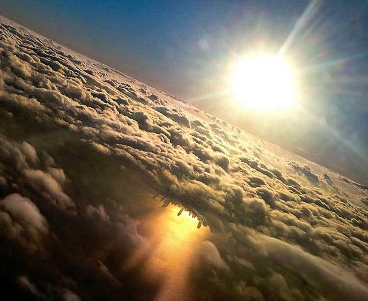 10 دلیل که همیشه در هواپیما کنار پنجره بنشینیم