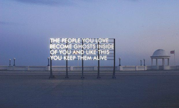 رسانه خود پیام است: قدرت شعر عمومی در آثار رابرت مونتگمری