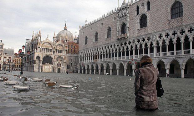 ونیز کی غرق میشود؟